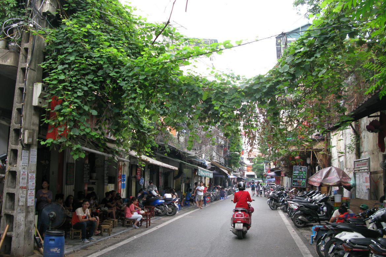 De smalle straatjes van Hanoi