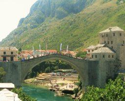De schoonheid van toeristisch Mostar