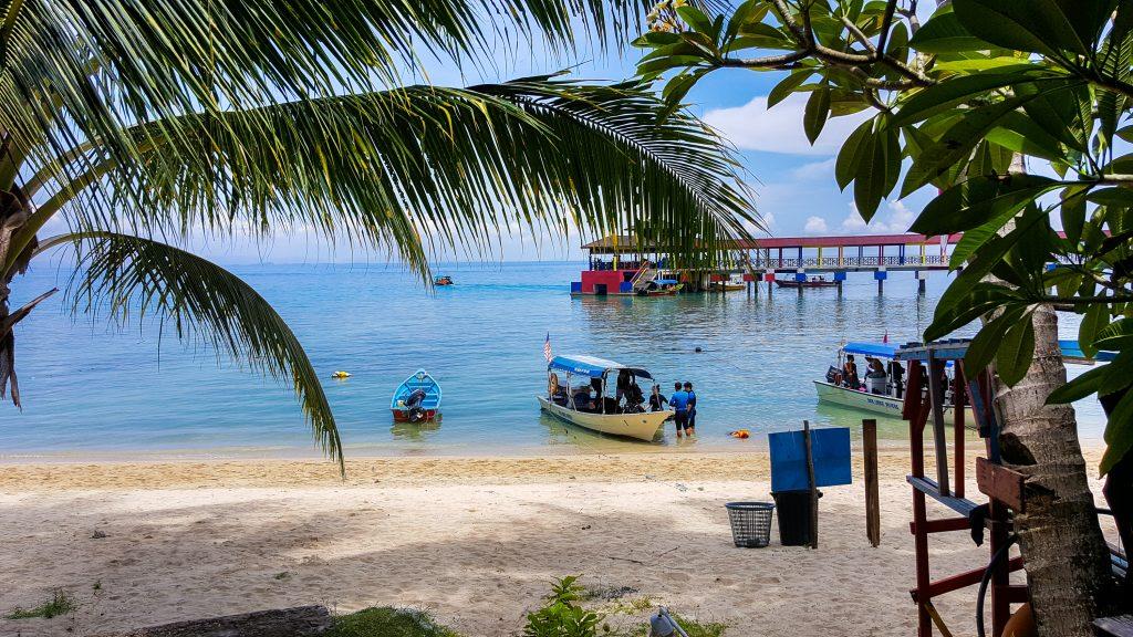accomodaties in Maleisië - uitzicht vanaf Maya Guesthouse op Perhentian Kecil