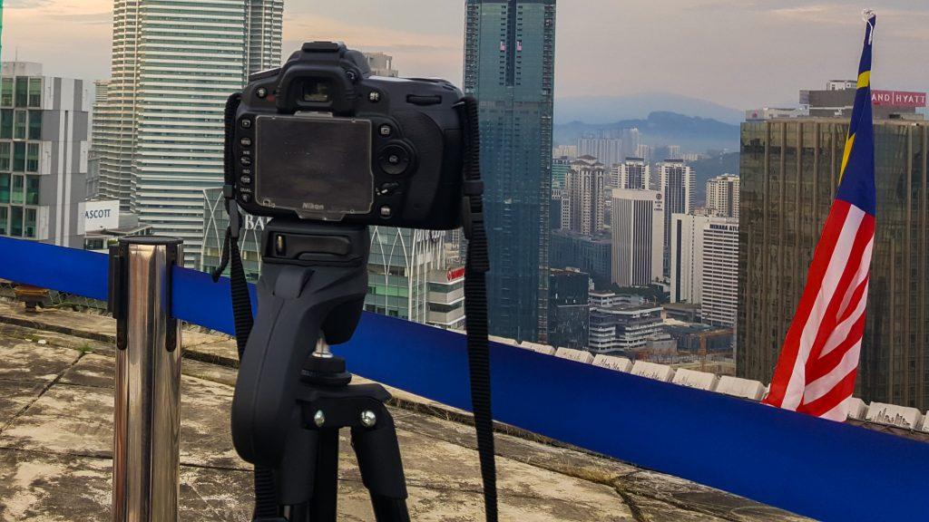 statief meeneem op reis - camera op statief in Kuala Lumpur
