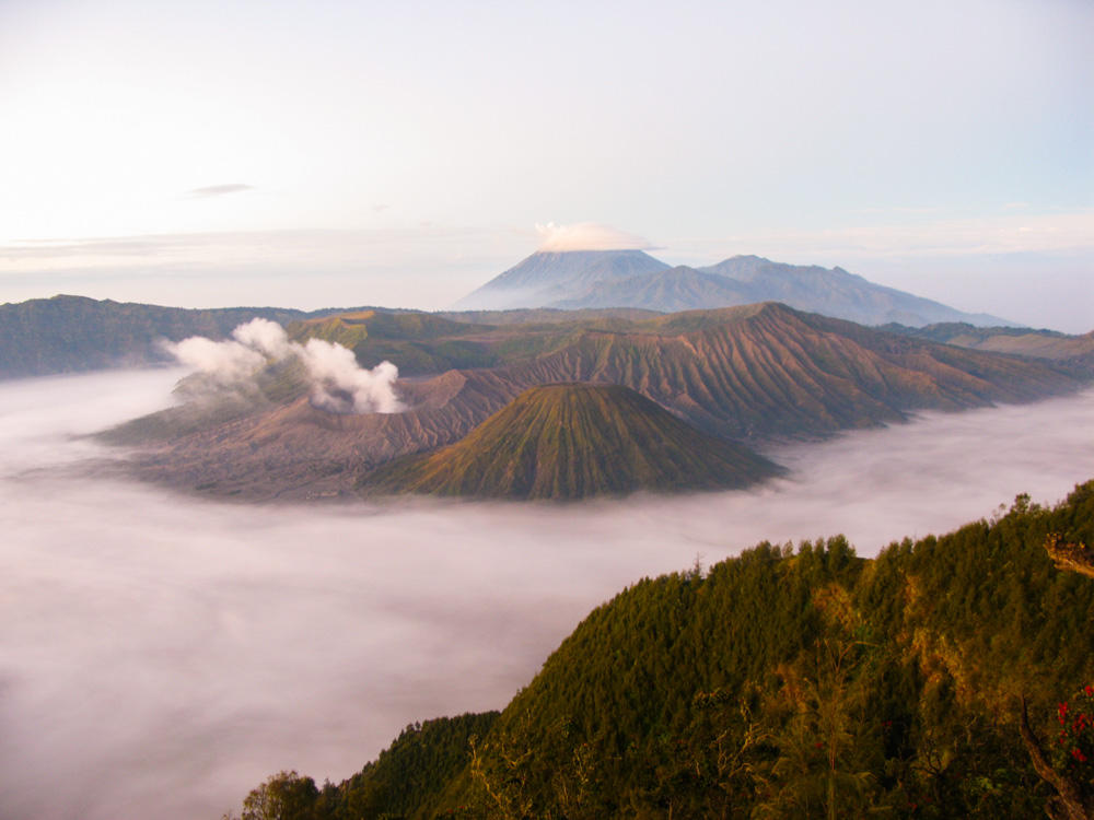 Backpack route door Indonesië - zonsopkomst bijde Bromo vulkaan