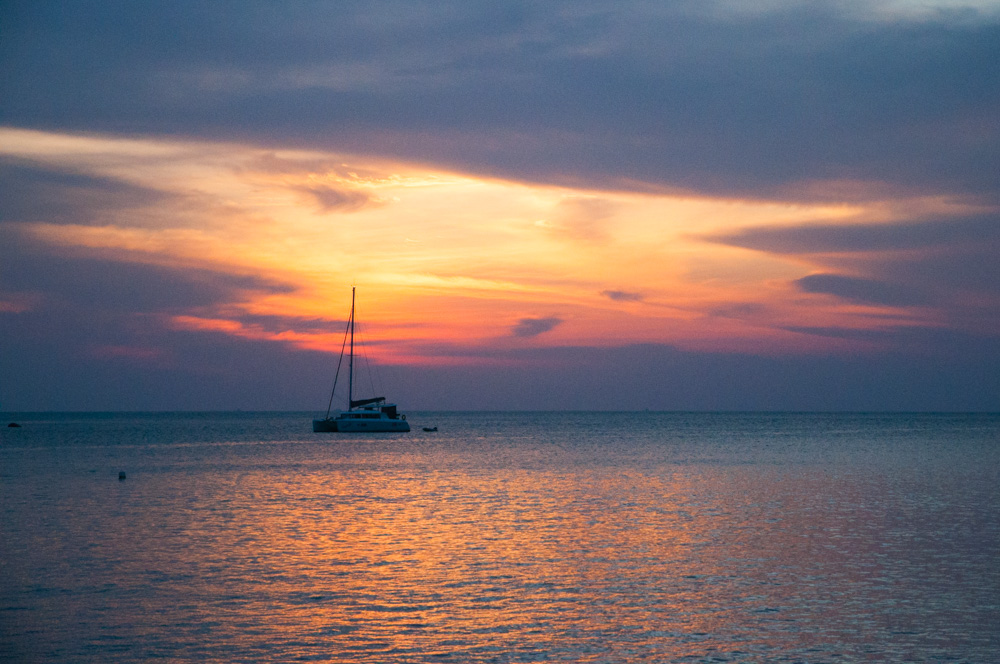 vaccinaties voor onze wereldreis - zonsondergang op Pulau Pangkor, Maleisië
