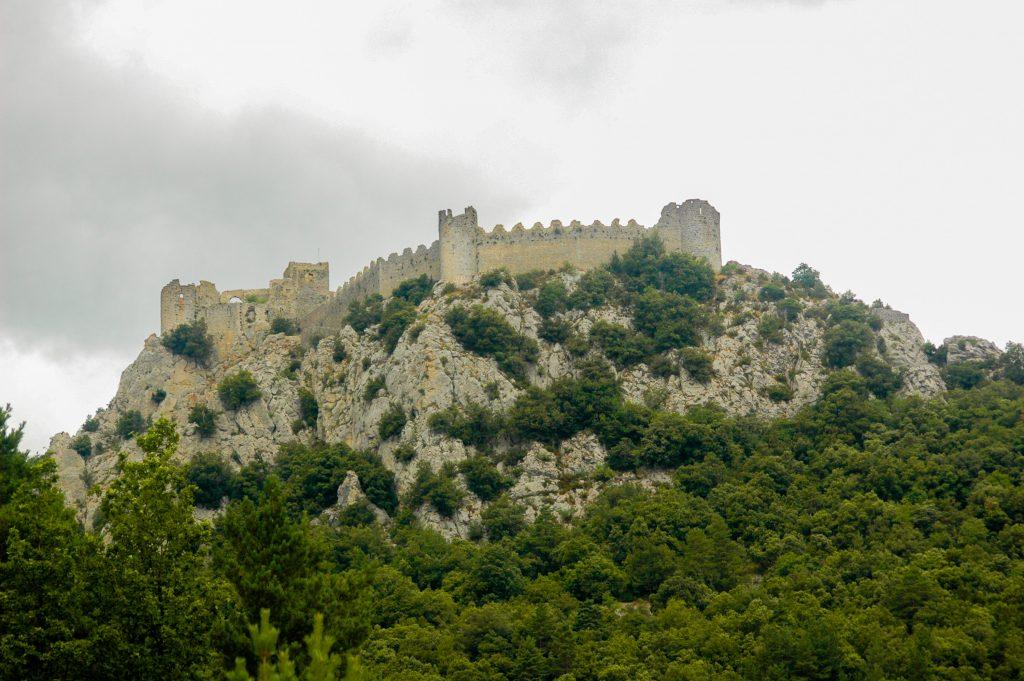 katharenburchten in de Franse Pyreneeën - kasteel Peyrepertuse