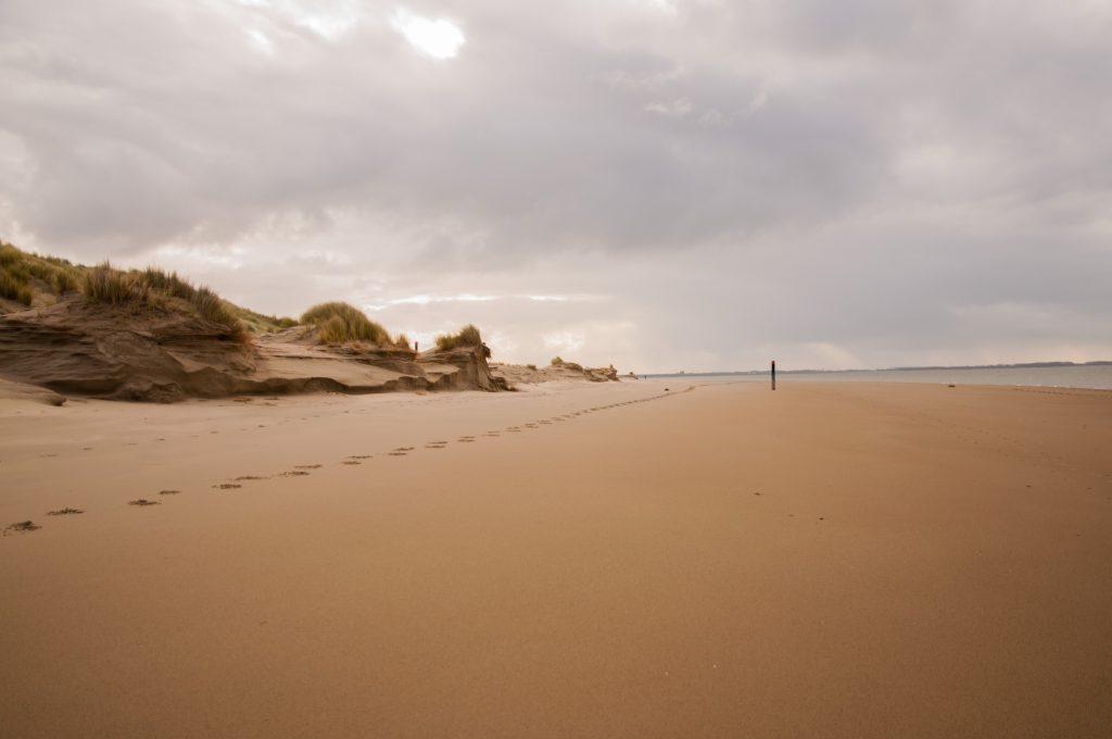 duurzamer en bewuster te reizen - strand Rockanje