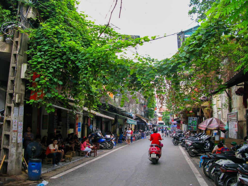 doen in Vietnam - straatje in Hanoi