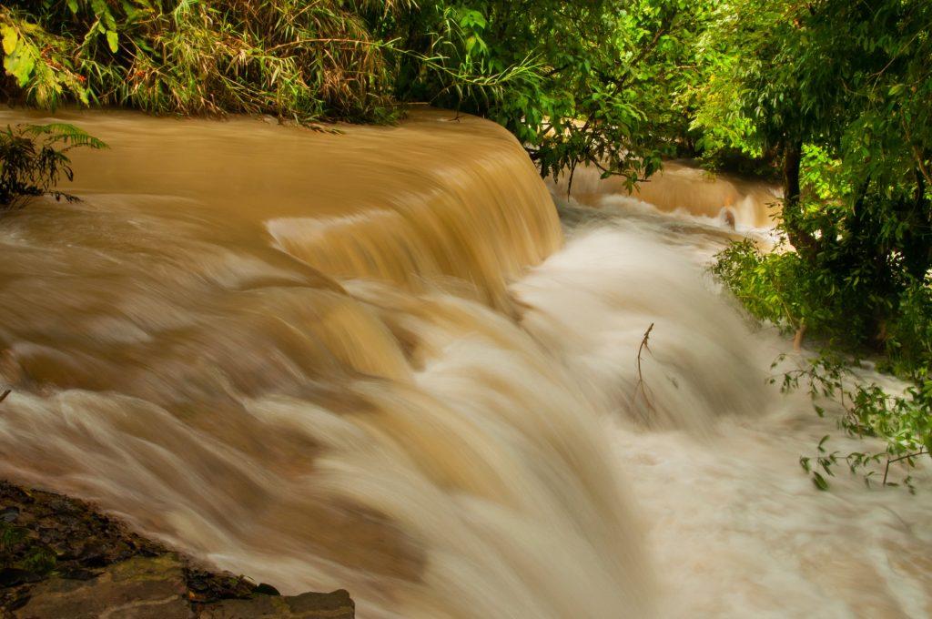 reizen tijdens het regenseizoen in Azië Laos