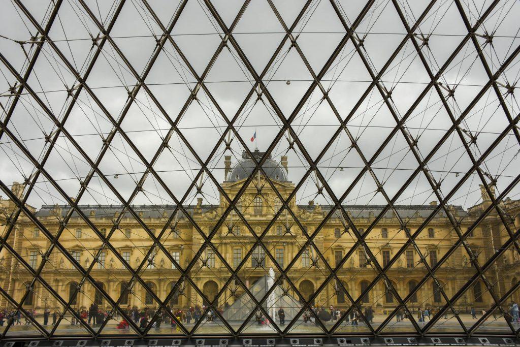 bezoek aan het Louvre in Parijs